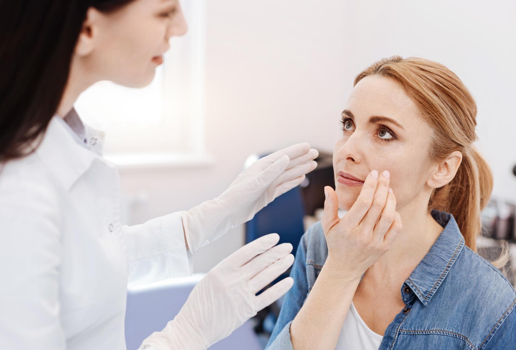 paziente visita dermatologica ed estetica